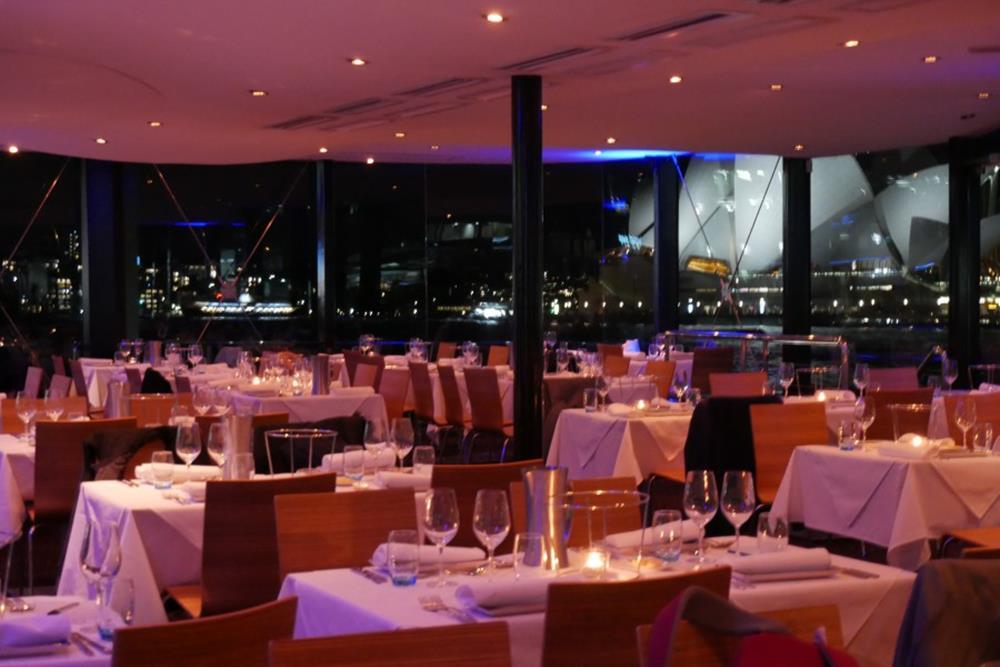 雪梨夜晚玻璃遊船