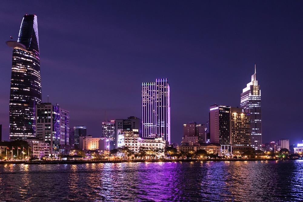 夜遊西貢河畔夜景