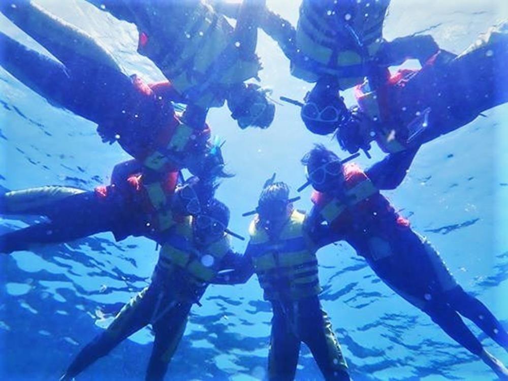 月鯉灣浮潛