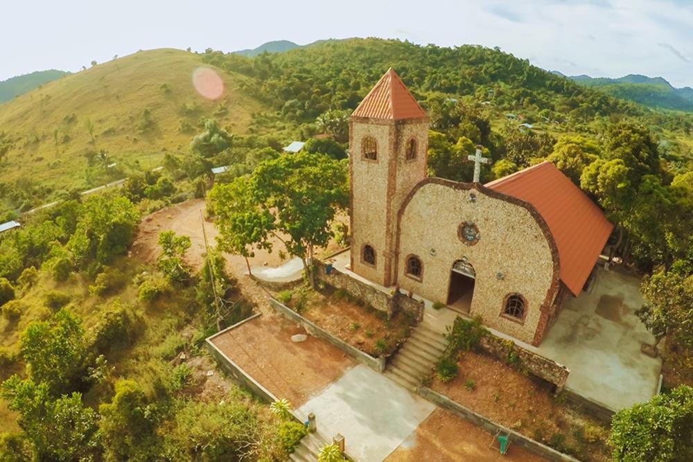 Philippines_Coron_Malbato-Church馬博教堂_Ashutterstock_1070806283