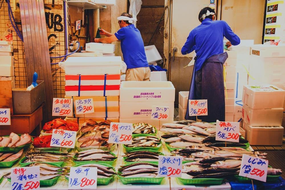 逛海鮮市場