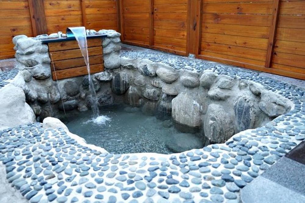 花蓮-瑞穗-溫泉-依比鴨鴨水岸會館-熱水浴池