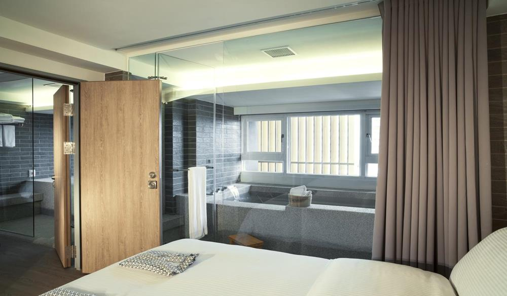 渘 洋式客房-兩間連通房-適合6-8人親子家庭