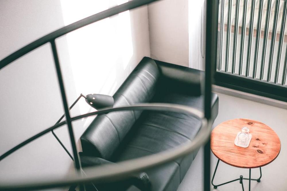 情侶住宿-台南-向光旅行-特大雙人床房