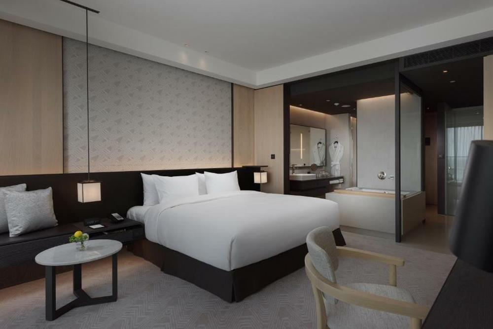 台南大員皇冠假日酒店-高級特大雙人床房