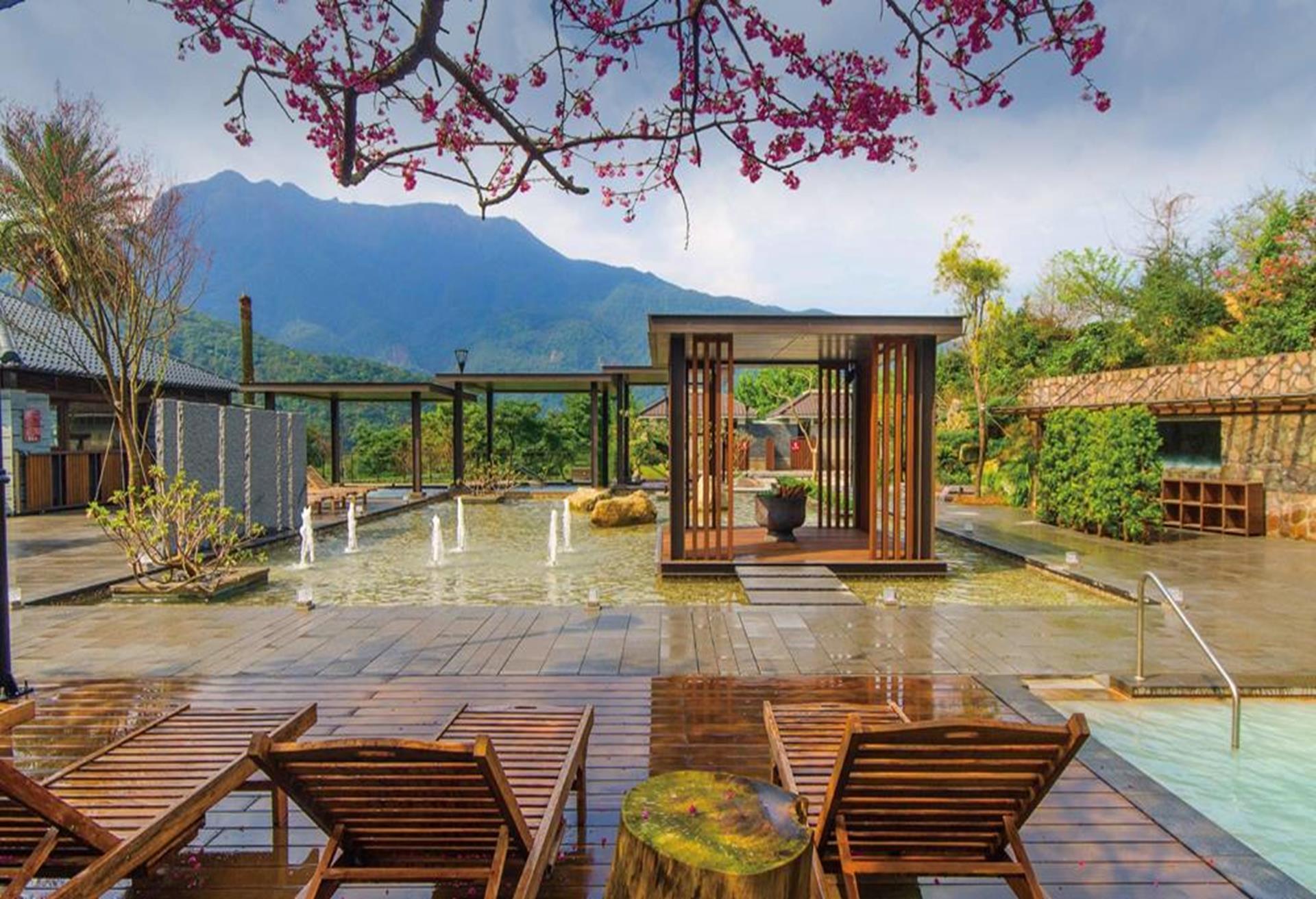 台北親子飯店推薦 - 陽明山天籟渡假酒店有大人小孩能一玩泡湯休憩的露天風呂