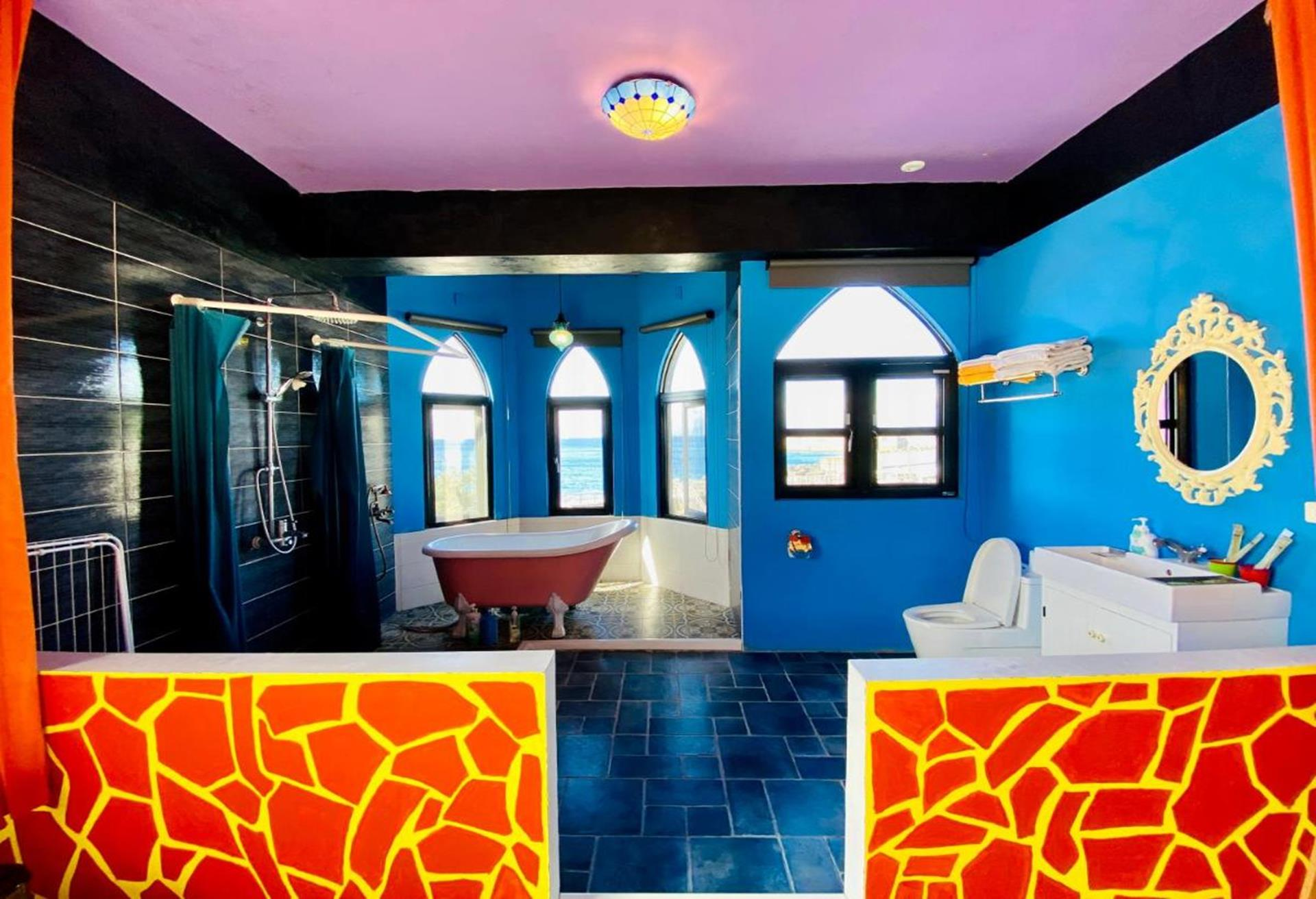 綠島海景民宿推薦 - 月光城堡潛水民宿能看到海景的泡澡浴缸