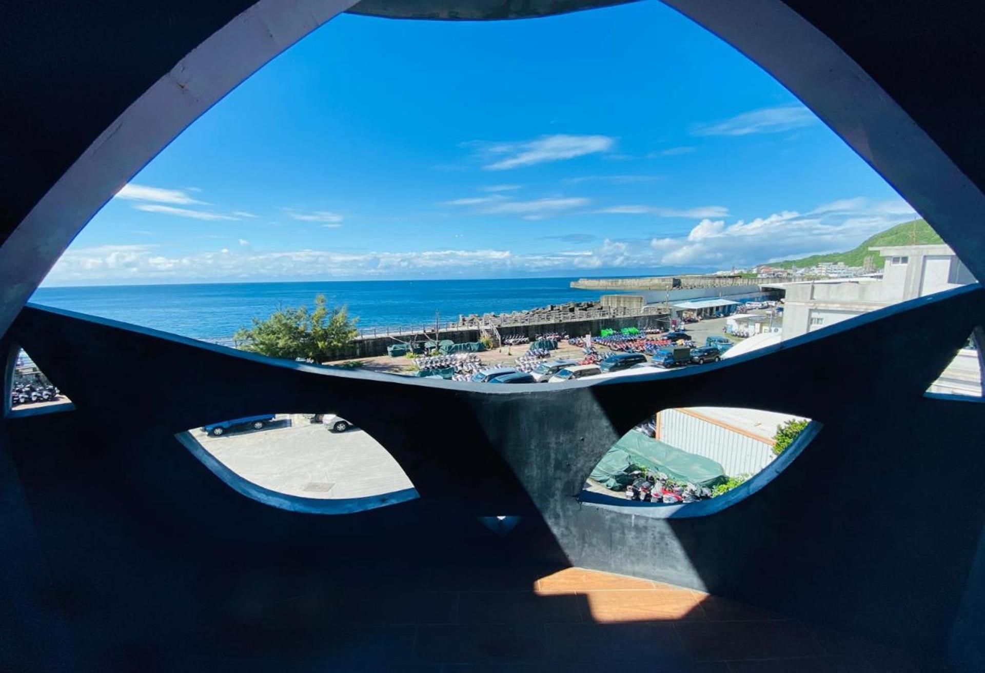 綠島海景民宿推薦 - 月光城堡潛水民宿前方就是大海