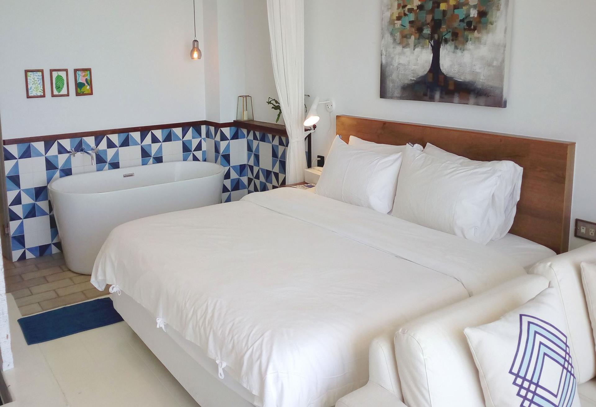 墾丁南灣民宿推薦 - 迷路小章魚 小旅館的3F海景浴缸雙人房(靛藍)