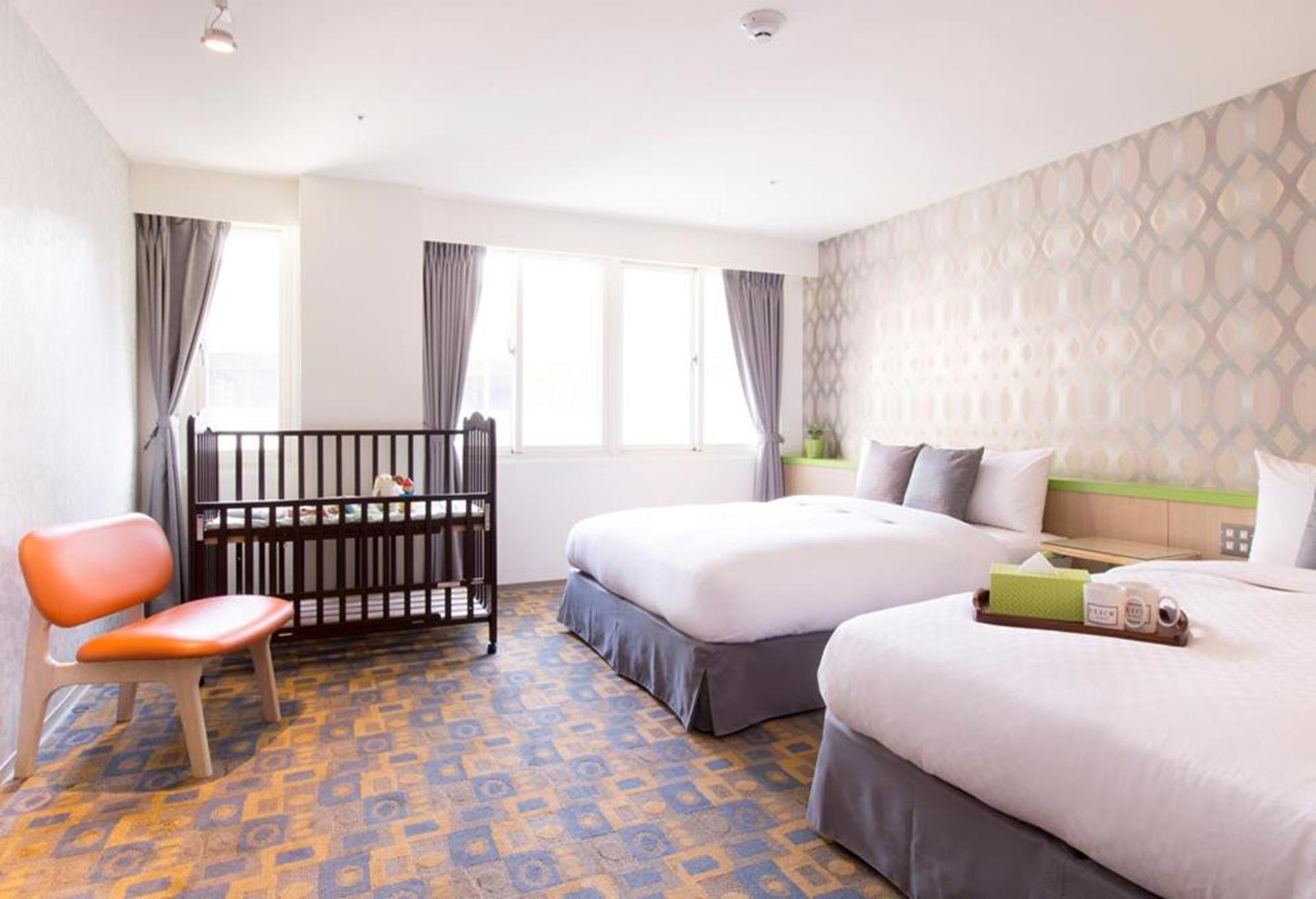 台北親子飯店推薦 - 儷客旅店備妥兒童床護欄的房型