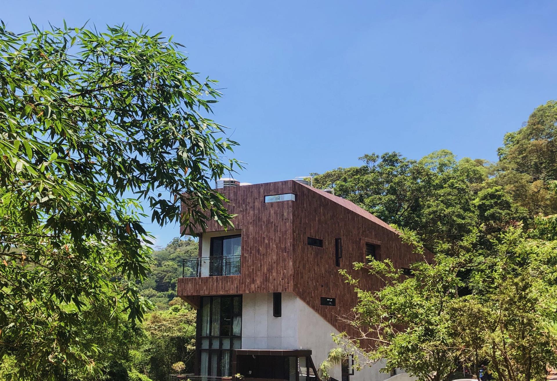 苗栗三義住宿推薦 - 向草語蟲綠被綠樹圍繞著,份外適心